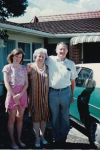 1.1 Bryan and Cheryl THOMAS with one of their daughters at Tauranga 1987